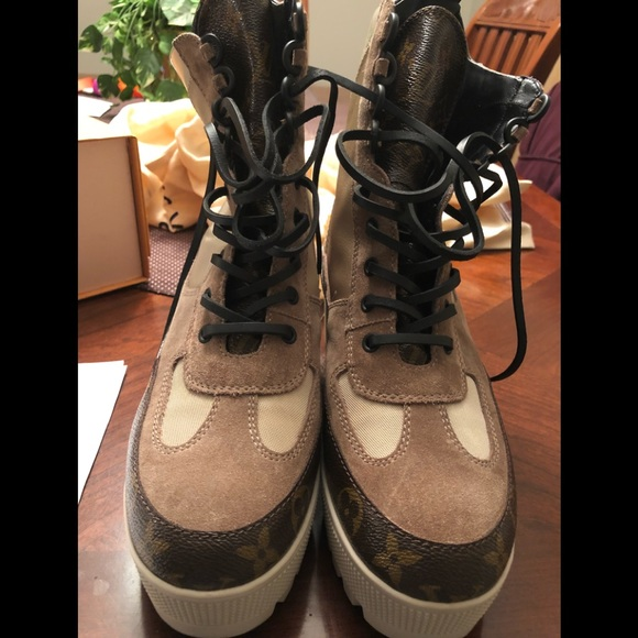 e0aac8f3f931 Louis Vuitton Shoes - Used women s Louis Vuitton laureate boots
